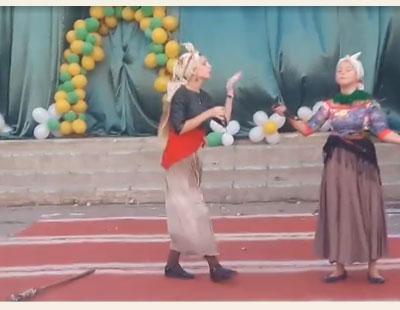 Сценка две кумы на празднике села